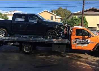 Laredo towing company Freddy's Towing and Recovery llc