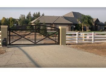 Fresno fencing contractor Fresno Fence Connection