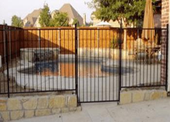 Laredo fencing contractor Garza's Fence