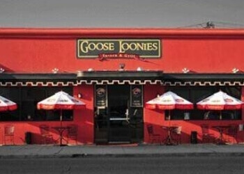 Bakersfield sports bar Goose Loonies Tavern & Grill