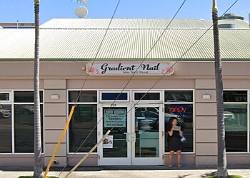 Honolulu nail salon Gradient Nail