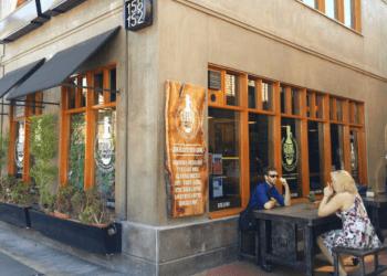 Orange juice bar Growl Juice Pub