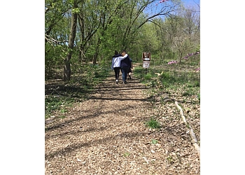 Elgin hiking trail HAWTHORNE HILL NATURE CENTER