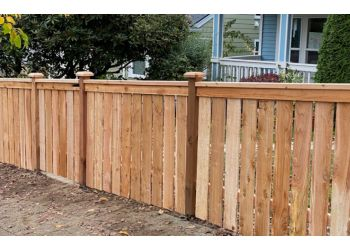 Seattle fencing contractor HelmCo Fences