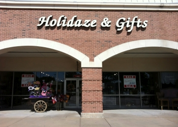 Plano gift shop Holidaze & Gifts