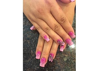 Peoria nail salon Hollygood Nails and Spa