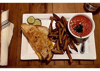 Milwaukee american cuisine Honeypie