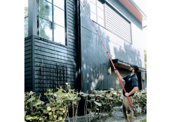 Orlando window cleaner Howard's Window Cleaning