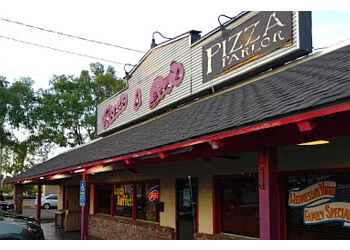 Visalia pizza place Howie & Son's Pizza Parlor