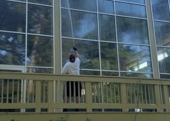 Louisville gutter cleaner Hydro Solutions Power And Soft Washing LLC.