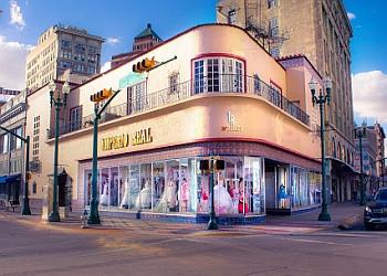 El Paso bridal shop Imperio Real Exclusive Boutique