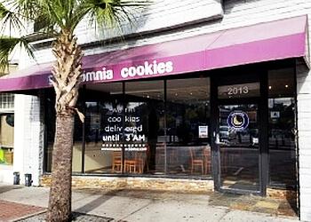 Columbia bakery Insomnia Cookies