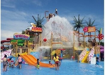 Fresno amusement park Island Waterpark