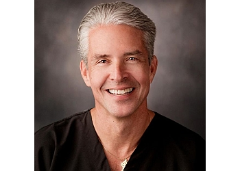 Overland Park plastic surgeon John Michael Quinn, MD