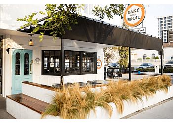 Long Beach american restaurant Jongewaard's Bake n Broil