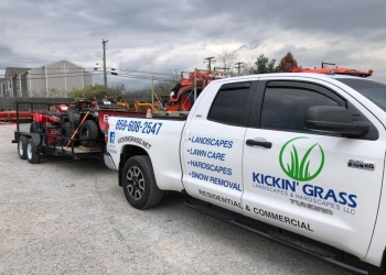 Lexington lawn care service Kickin' Grass Landscapes & Hardsacpes LLC