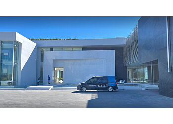Los Angeles window cleaner L.A. Elite Window Cleaning, Inc