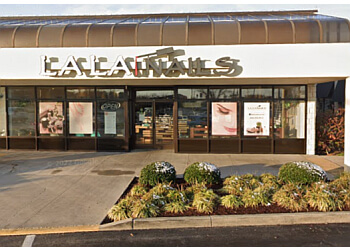 Knoxville nail salon La La Nails
