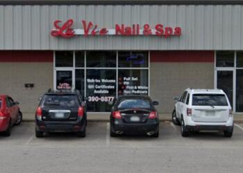 Cedar Rapids nail salon La Vie Nail & Spa