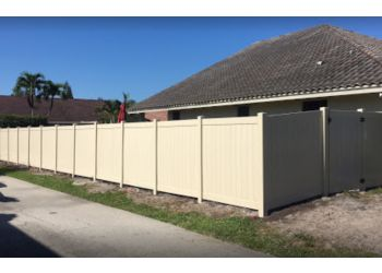 Laredo fencing contractor Laredo Fence Builder