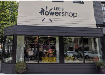 Washington florist Lee's Flower And Card Shop Inc