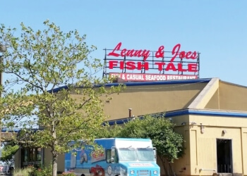 New Haven seafood restaurant Lenny & Joe's Fish Tale