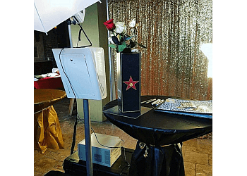 Kansas City photo booth company LightUp Booth