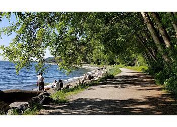 Seattle hiking trail Lincoln Park Trail
