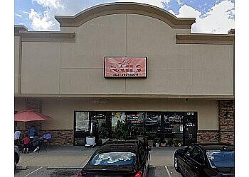 Louisville nail salon Lola Nails & Spa
