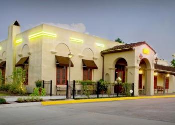 Baton Rouge seafood restaurant Louisiana Lagniappe Restaurant