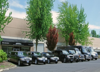 Portland limo service Lucky Limousine and Town Car Service