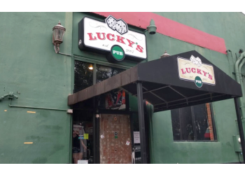 Houston sports bar Lucky's pub