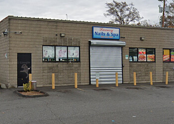 New Haven nail salon Luxury Nails & Spa