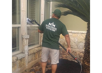 El Paso window cleaner M&M Window Cleaning