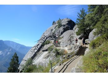 Visalia hiking trail MORO ROCK TRAIL