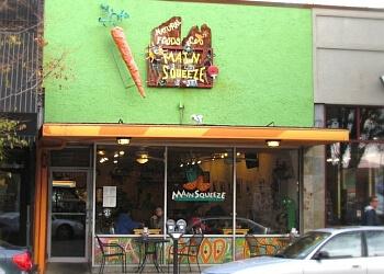 Columbia juice bar Main Squeeze Natural Foods Cafe