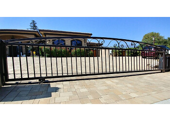 Oxnard fencing contractor Master Fence And Gates Repair Ventura