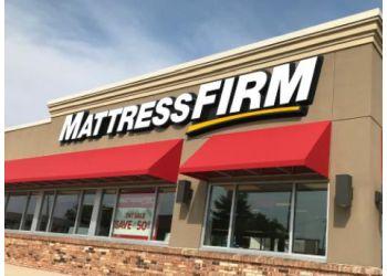 Hollywood mattress store Mattress Firm Clearance Center Oakwood Plaza