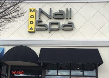 Knoxville nail salon Moda Nail Spa
