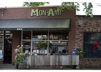 Vancouver cafe Mon Ami