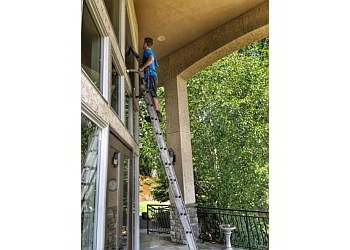 Portland window cleaner Mr. Shine Window and Gutter Cleaning