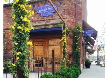 Chattanooga bagel shop NIEDLOV'S BAKERY & CAFE