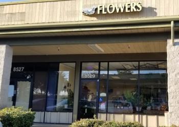 Elk Grove florist Nina's Flowers & Gifts
