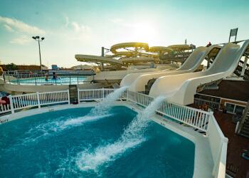 Newark amusement park OC Waterpark