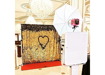 Newark photo booth company O Snap Photo Booth