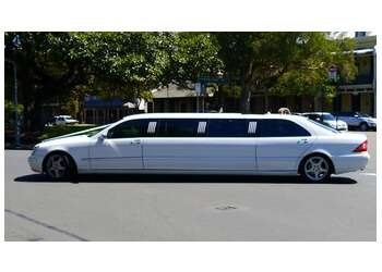 Oxnard limo service OXNARD LIMO AND PARTY BUS SERVICE