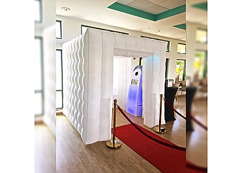 Honolulu photo booth company Oahu Photo Booths