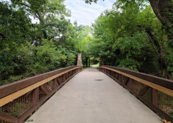 Plano hiking trail Oak Point Park and Nature Preserve