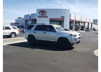 Oakland car dealership One Toyota of Oakland