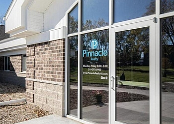 Cedar Rapids real estate agent PINNACLE REALTY